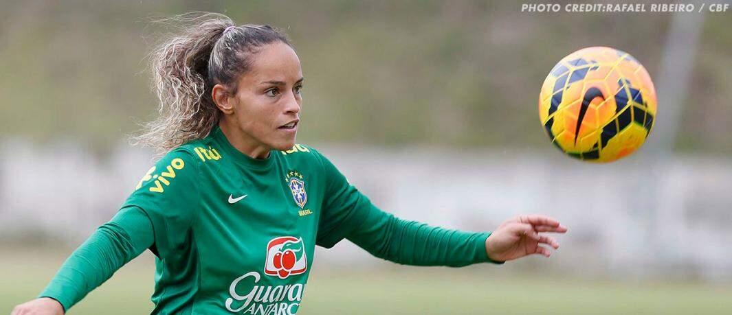 Mônica Alves é primeira jogadora brasileira